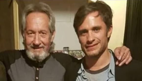 Padre e hijo juntos hace algunos años. Gael García es fruto del matrimonio de su padre con la actriz Patricia Bernal. (Foto: Captura de Bella de la Vega / Facebook)