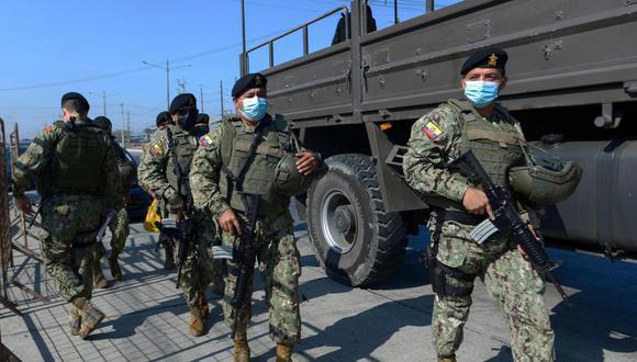 Ecuador reforzó este jueves la vigilancia en su sistema penitenciario tras dos amotinamientos que dejaron 21 reos muertos, además de unos 60 heridos, una policía violentada sexualmente y varios fugados. (Foto: Marcos Pin / AFP)