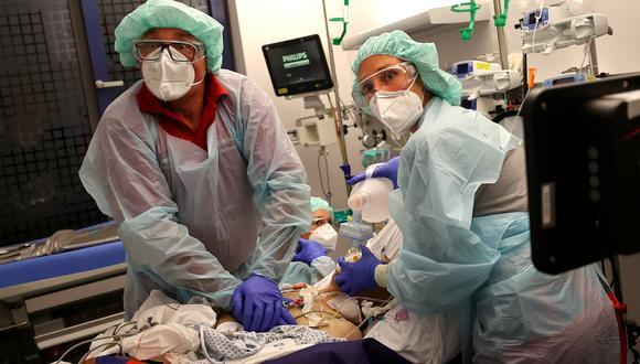Los casos de COVID-19 siguen aumentando en varios países, sobre todo en el hemisferio norte. El virus aún está lejos de desaparecer. REUTERS