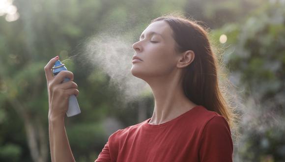 El face mist, conocido también como bruma facial, tiene múltiples beneficios para la rutina de belleza. Conócelos aquí. (Foto: Shutterstock)