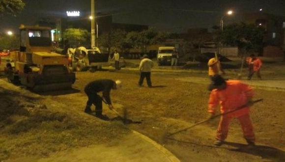 Comas: mejoran pistas en avenidas Universitaria y Metropolitana