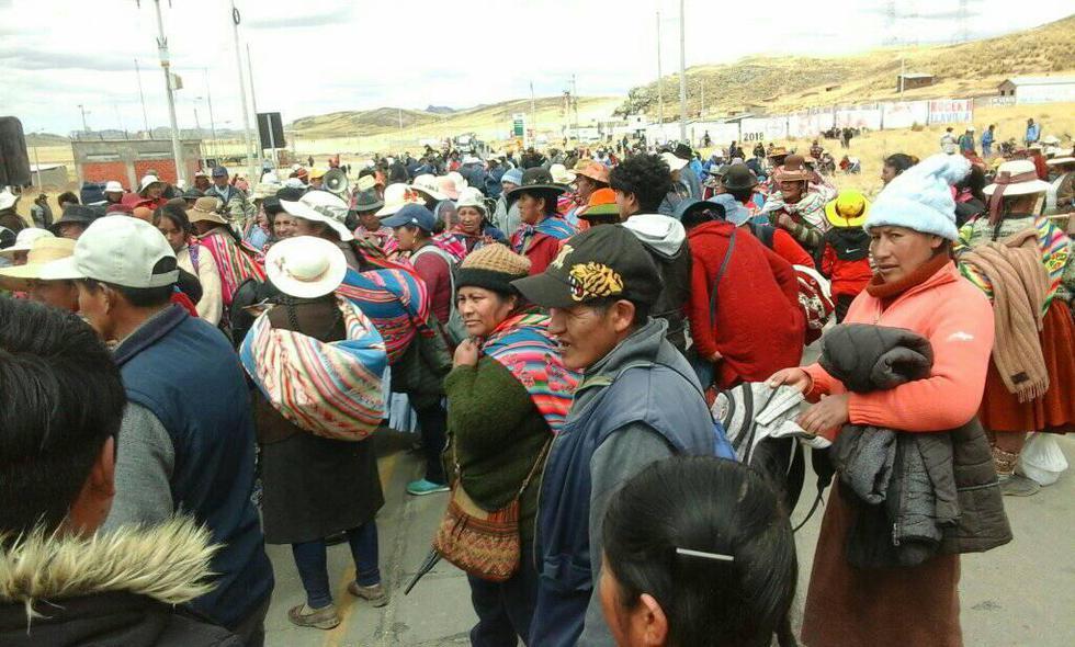 Puno: continúa bloqueo en carretera hacia Cusco por huelga indefinida. (Foto: Cortesía)