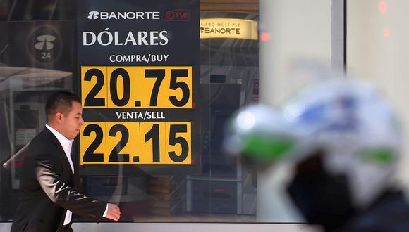 El dólar se cotizaba a 22,2540 pesos mexicanos este lunes. (Foto: AFP)