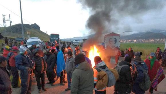 Cientos de agricultores de las provincias de Puno acatan desde hoy el paro agrario anunciado por Conveagro y otros gremios del sector (Foto: Carlos Fernández)