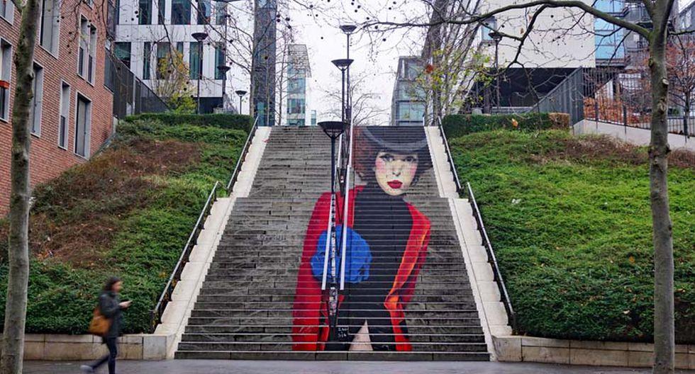 El posado en las escaleras. Los escalones revisten las imágenes de cierta elegancia, pero las escaleras corren el riesgo de ser repetitivas. Si estás en el exterior, puedes sustituirlas por portales. (Foto: Shutterstock)