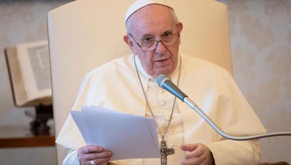 El papa Francisco reconoció en un documental presentado este miércoles en Roma que las parejas homosexuales deben ser protegidas por leyes civiles. (AFP).