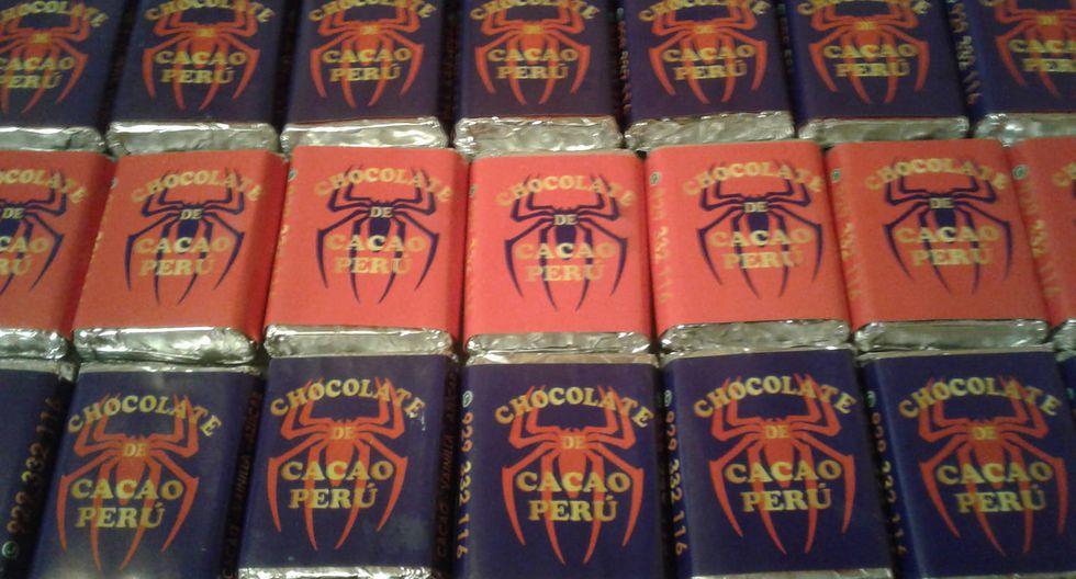 Chocolate de Cacao Perú, emprendimiento que elabora chocolates artesanales y logra un sabor natural a cacao tostado; ofrece su presentación en caja de 20 unidades y su servicio delivery. El canal de contacto es vía Facebook: Chocolate de Cacao Perú.