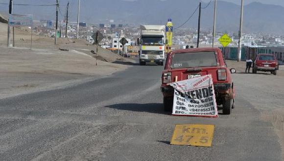"""Un """"vehículo en venta"""" bloquea la antigua Panamericana Sur"""