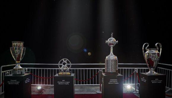 Los trofeos de los principales torneos de clubes mandaron un claro mensje contra el COVID-19. (Foto: Twitter Al-Hilal)