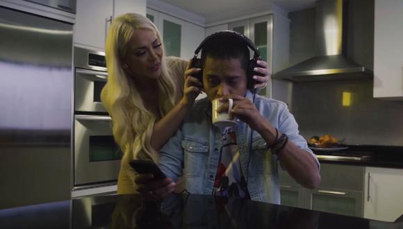"""Sheyla Rojas protagoniza el videoclip de la canción """"Vamos a darnos un tiempo"""" de Renzo Padilla. (Foto: Captura de pantalla)"""