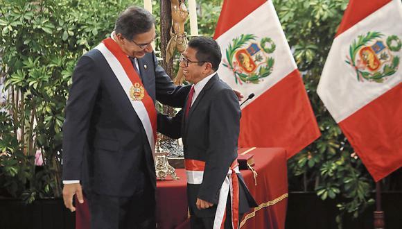 """""""A pesar de todo esto, Trujillo permanece impertérrito en su cargo y el presidente Vizcarra lo respalda explícitamente cuando viaja con él a inaugurar obras"""". (FOTOS: ROLLY REYNA / GEC)"""