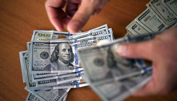 En el mercado paralelo o casas de cambio de Lima, el tipo de cambio se cotizaba a S/3,675 la compra y S/3,705 la venta. (Foto: AFP)