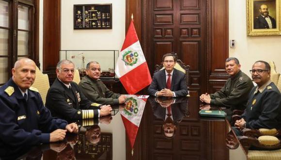Martín Vizcarra sostuvo reunión en Palacio con jefe de las instituciones castrenses y con el jefe de la PNP. (Foto: Sepres)