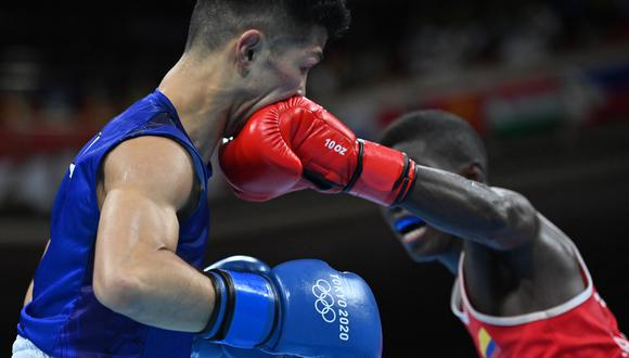 El colombiano Yuberjen Martínez perdió contra el japonés Ryomei Tanaka, quien recibió una paliza. (Foto: AFP)