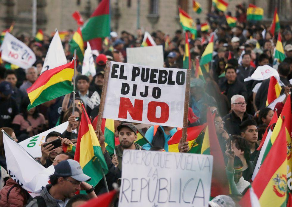 Haber desconocido la voluntad popular expresada a través de un referéndum podría costarle caro a Morales en los comicios del domingo. Diversas manifestaciones se han producido en toda Bolivia exigiendo que no participe del proceso electoral. (Reuters)