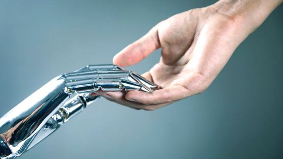 Algunos expertos creen que la unión de la tecnología con la inteligencia humana puede llevar a tomar decisiones más acertadas.