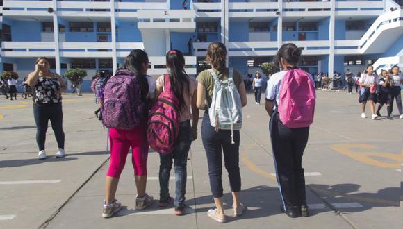 Más de un millar de alumnas llegaron a la Institución Educativa Emblemática General Prado en el primer día de clases. (Foto: Difusión)