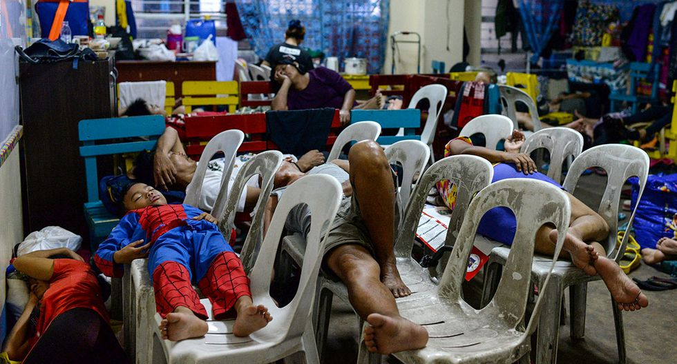 Residents displaced by flash floods caused by monsoon rains sleep on plastic chairs inside an evacuation center in Marikina, Metro Manila, in Philippines, August 13, 2018. REUTERS/Eloisa Lopez