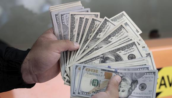 En el mercado paralelo o casas de cambio de Lima, el tipo de cambio se cotizaba a S/3,890 la compra y S/3,930 la venta de cada billete verde. (Foto: Jessica Vicente / GEC)