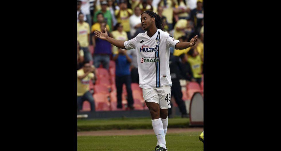 Ronaldinho fue aplaudido en el Azteca como en el Bernabéu - 4