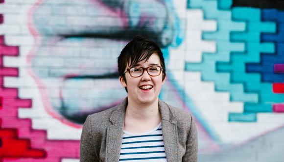 Un retrato de la periodista Lyra McKee, de 29 años, captado hace dos años en Belfast. El 19 de abril McKee murió tras recibir un impacto de bala en Derry, Irlanda del Norte. El Nuevo IRA asumió la responsabilidad del asesinato. (AFP)