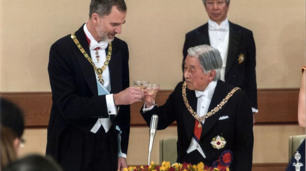 Los reyes de España fueron recibidos el miércoles por el emperador japonés Akihito y la emperatriz Michiko, tras llegar la víspera a Japón para una visita de Estado de cuatro días. (AP)