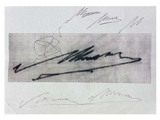 Intentos de copia de la firma de Diego Maradona en una hoja encontrada en el domicilio del médico