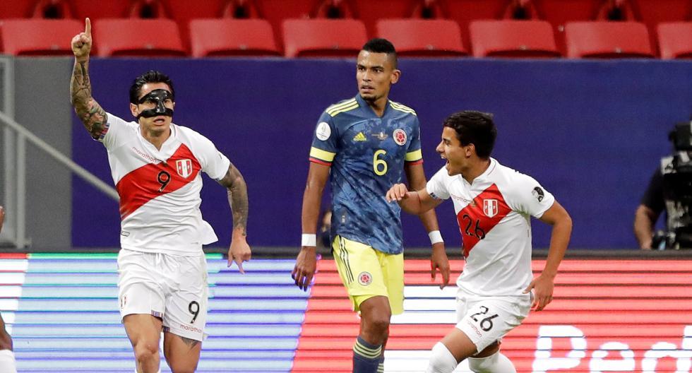 -FOTODELDÍA- AMDEP6564. BRASILIA (BRASIL), 09/07/2021.- Gianluca Lapadula (i) de Perú celebra un gol hoy, en el partido por el tercer puesto de la Copa América entre Colombia y Perú en el estadio Mané Garrincha en Brasilia (Brasil). EFE/Joedson Alves
