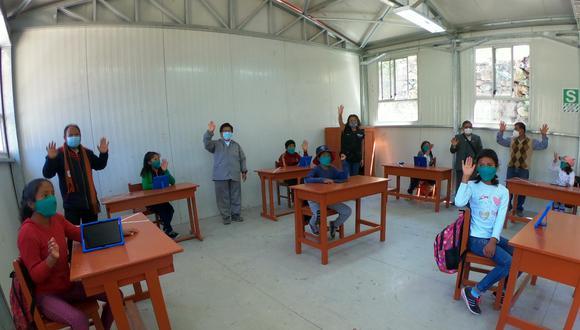 Escuelas cuentan con equipos para el lavado de manos; mientras que los docentes y estudiantes acuden al local escolar con mascarillas y respetando la distancia social. (Foto: Minedu)