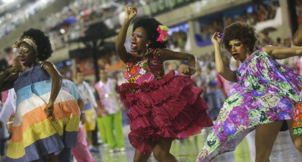 Ni la lluvia paró la fiesta en el carnaval de Río de Janeiro - 3