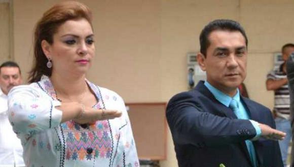 José Luis Abarca Velázquez al lado de su esposa. (Foto: Reuters)