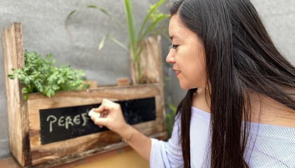 Ximena Giraldo, gerenta de la Gerencia de Servicios a la Ciudad y Gestión Ambiental, es una apasionada defensora del medioambiente. Desde su hogar también apuesta por la sembrar y criar sus propios alimentos. (Foto: Nicolás Zevallos)