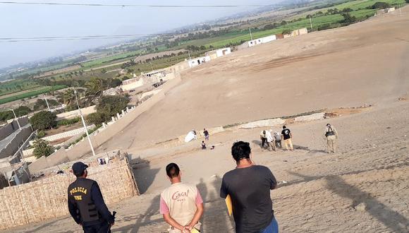 Policías y representantes del Ministerio de Cultura participaron en desalojo realizado en el sitio arqueológico de Vichama, en Végueta - Huaura. (Foto: Zona Arqueológica de Caral)