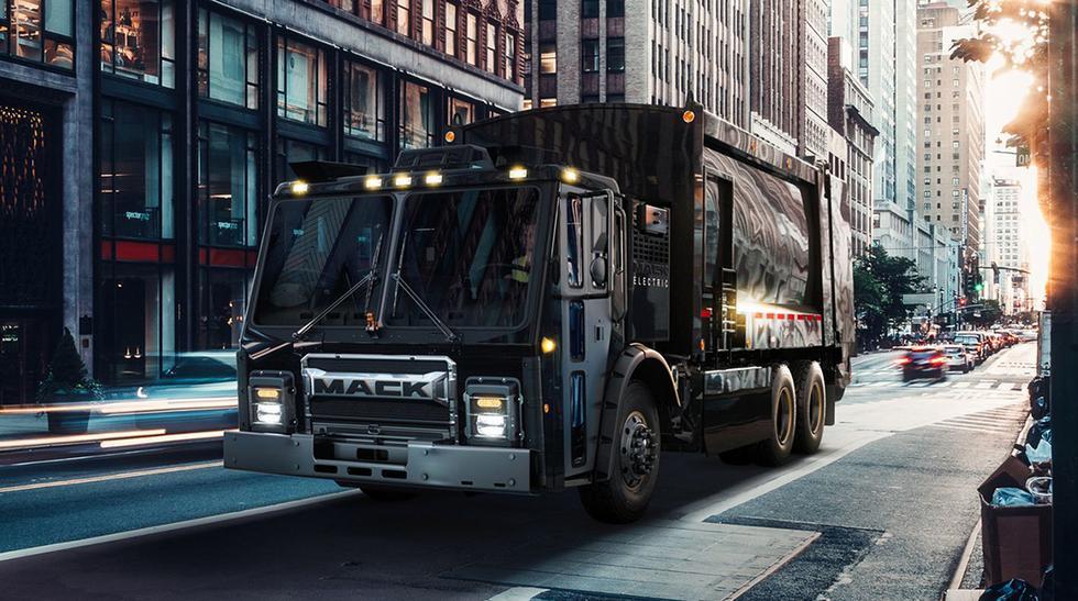 El nuevo camión de basura Mack LR no solo destaca por sus cero emisiones de dióxido de carbono, sino también por la ausencia de ruido. (Fotos: Mack).