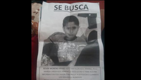 Familiares han colocado el aviso para reportar la desaparición del menos en varias calles, locales y hospitales de la capital. (Fotos: Facebook)