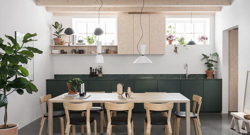 Un antiguo taller  de 50 m2 fue transformado por los arquitectos del estudio Forstberg Ling en una casa cálida. (Foto:  Erik Lefvander / forstbergling.com)