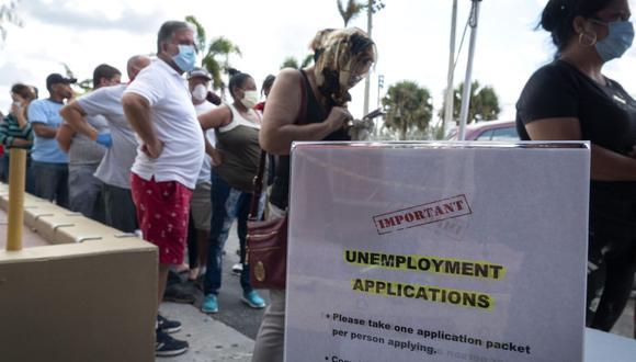 En Florida la web para solicitar los beneficios por desempleo sufrió una caída por la ola de pedidos a causa del coronavirus. (Foto: EFE)