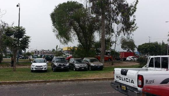 La berma de la Av. Javier Prado es un estacionamiento