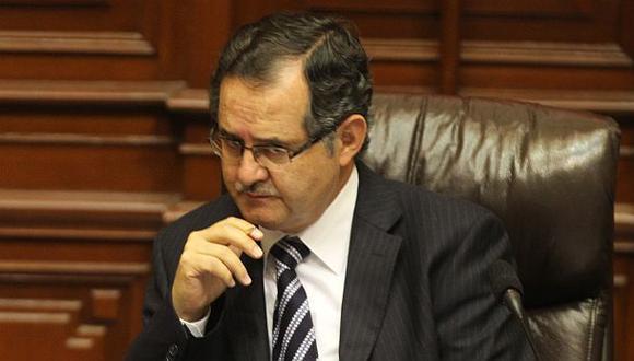 Congresista Falconí se inscribió como candidato en Arequipa