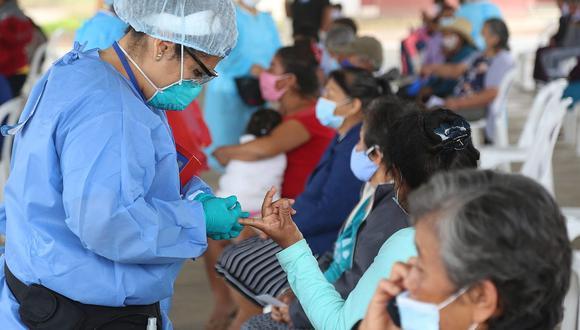 Según las cifras de la Sala situacional, más de 900 mil peruanos han dado positivo para el COVID-19. (Foto: Minsa)
