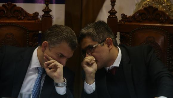 Vela (izquierda) y Pérez (derecha) enfrentan una demanda ante un juzgado constitucional por el acuerdo de colaboración con Odebrecht. (Foto: Alonso Chero/Archivo)
