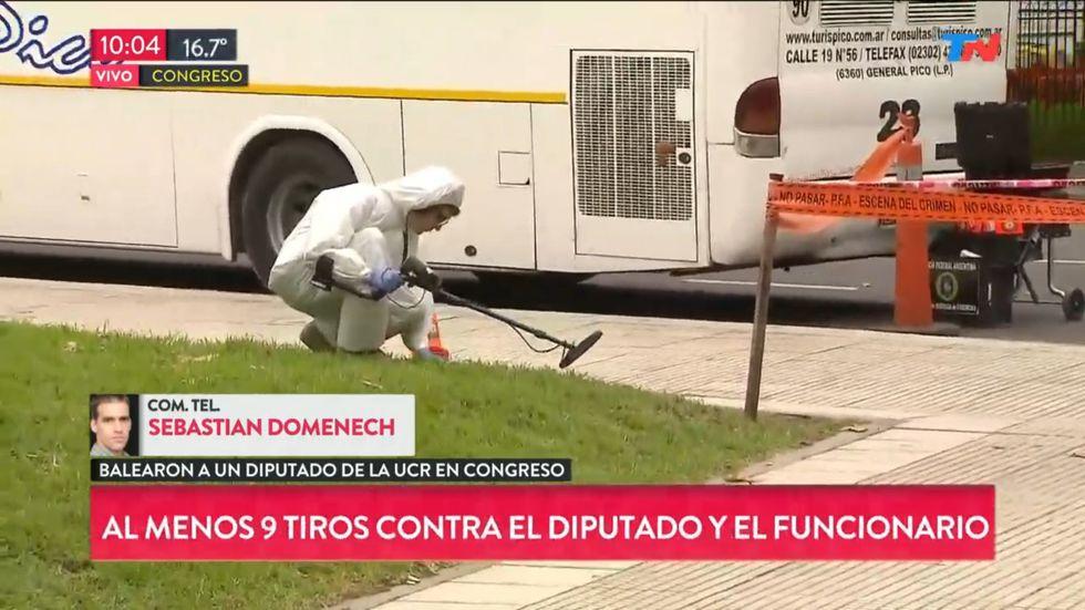 EN VIVO | Disparan 9 tiros contra diputado Olivares en inmediaciones del Congreso de Argentina. Foto: Captura de video