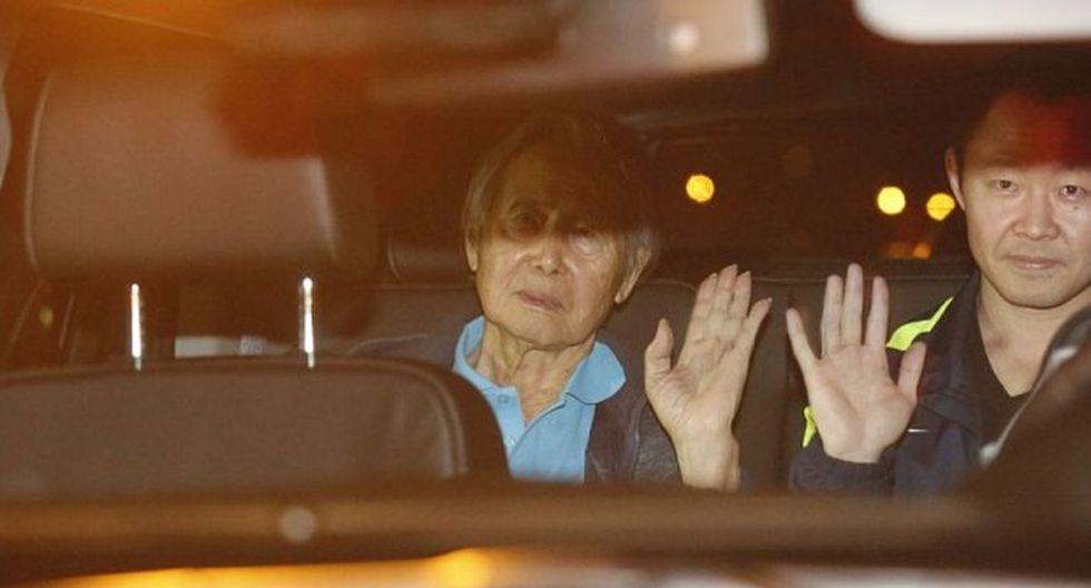 Alberto Fujimori cuando dejaba la clínica Centenario con su hijo Kenji. Colegiado de la Sala Penal Nacional deberá tomar una decisión sobre el Caso Pativilca. (Foto: Hugo Pérez/ Video: El Comercio)