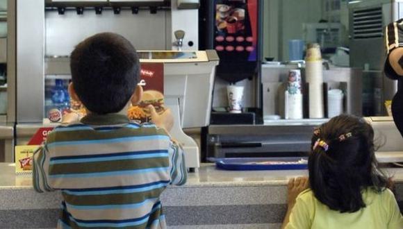 Ley contra comida chatarra no se implementa porque no existe reglamento vigente (Foto: Bloomberg)