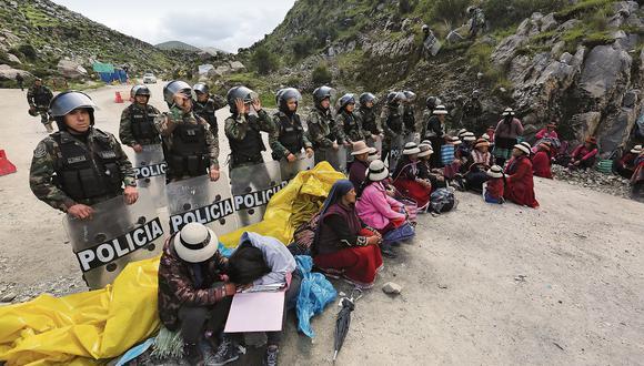 Por más de 50 días, la vía que lleva el cobre de Las Bambas a la costa sigue bloqueada. La historia de cómo se convirtió en la vía nacional PE 3SY da algunas luces sobre el conflicto. (Foto: Antonio Álvarez/ Enviado especial)
