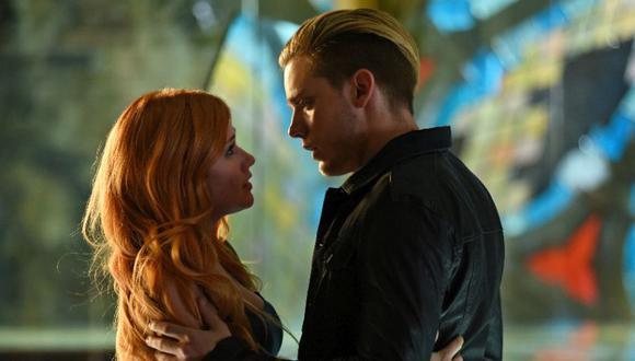 El capítulo 22 no tuvo un final feliz, ya que Clary pierde sus poderes y memorias, así que también olvidó a Jace. Un año después se vuelven a encontrar y al parecer el amor no se acabó entre ellos. (Foto: Netflix)