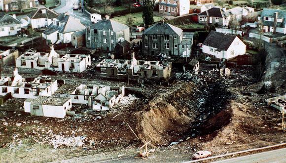 Fotografía de 1988 en la que se ve el rastro que dejó el choque del avión de Pan Am en el pueblo de Lockerbie, Escocia, matando a 270 personas. (AP-Photo/Martin Cleaver, File)