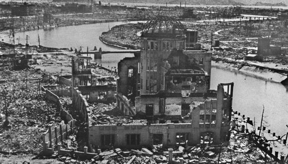 """Cuando se encontraba a unos 580 metros sobre la ciudad de Hiroshima, la bomba llamada """"Little boy"""" estalló y mató a 70.000 personas. Se calcula que a finales de 1945 una cantidad similar había fallecido como consecuencia de la radiactividad. Vista de los restos de uno de los principales edificios de la ciudad, que hasta hoy se conserva como monumento. (Foto: Agencia AFP)"""