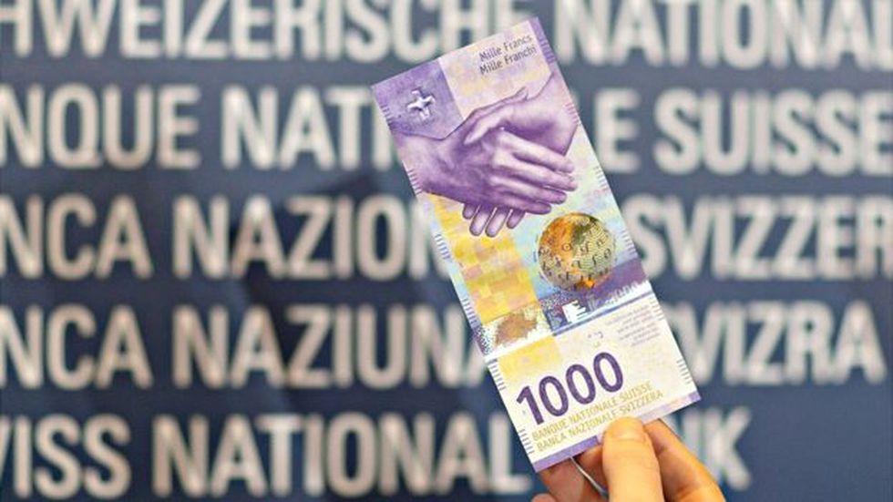 A 1.000 francos, algo más de 1.000 dólares, es a lo que equivale el billete morado.