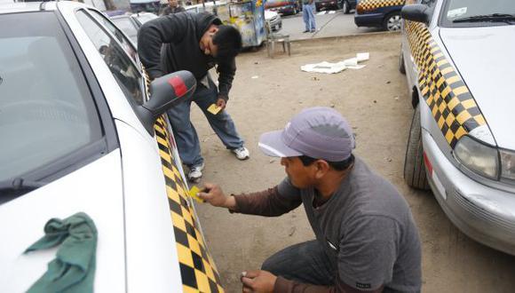 Taxis deben exhibir datos de la unidad y del conductor